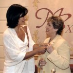2003 Alfiler de Oro  a Paloma Gomez Borrero