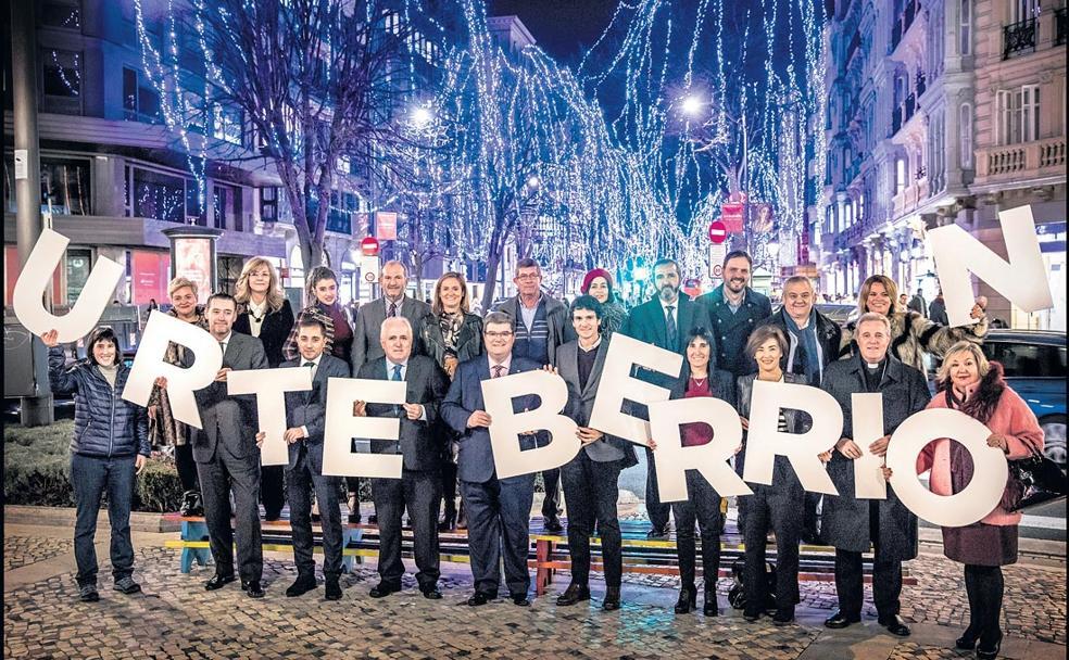 Carmen Miral felicita el nuevo año junto a personalidades de la sociedad bilbaína